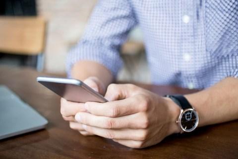 Как исправить ошибку «Дата вашего телефона неточная» в WhatsApp на iPhone