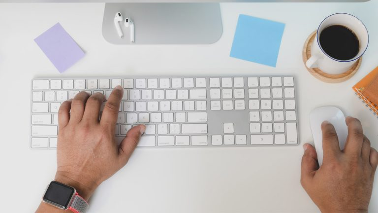 Как подключить Magic Keyboard к Mac, iPhone и iPad