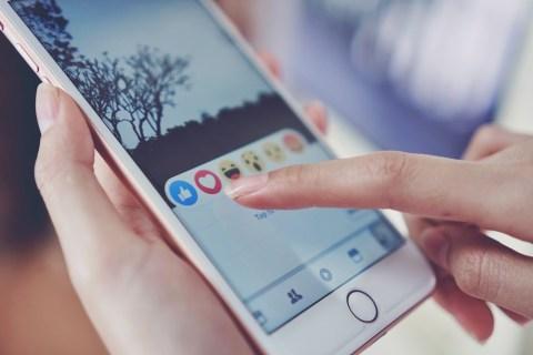 Как часто обновляет друзей поблизости Facebook