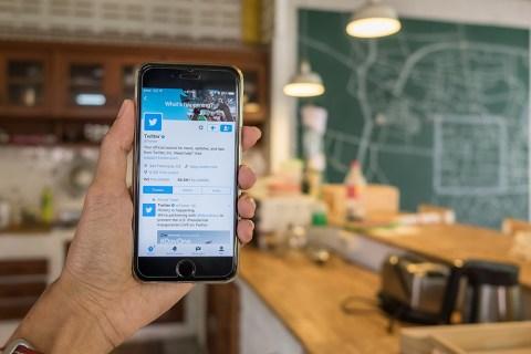 Как просмотреть удаленные твиты в Твиттере